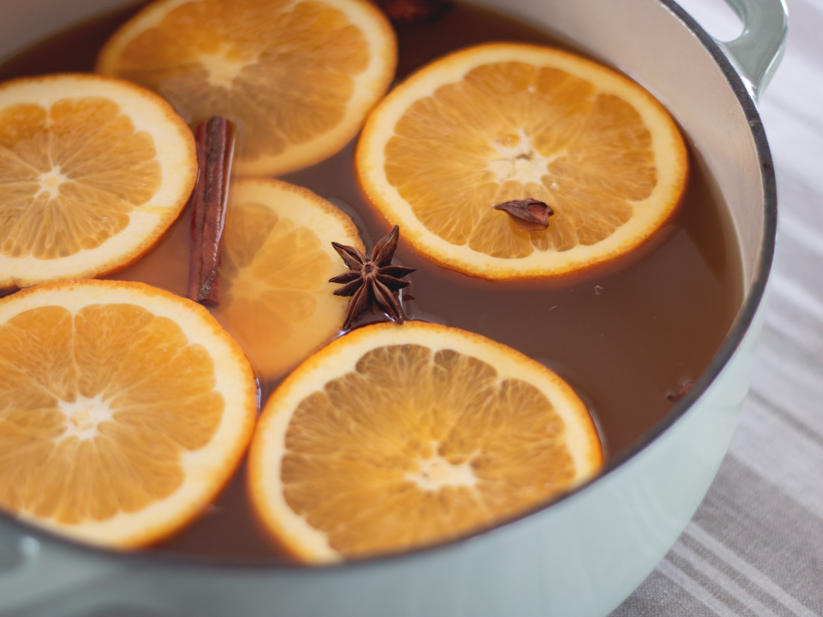 How to Make Mulled Apple Cider - Spiced apple cider with orange and warm flavors that are perfect for a cold day.